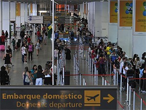 Movimento no Aeroporto JK, em Brasília, no último dia de 2011. (Foto: Valter Campanato/ABr)