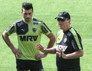 Dátolo e Levir Culpi em treino do Atlético-MG (Foto: Bruno Cantini/Atlético-MG)