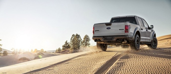 Ford apresenta picape f 150 raptor supercrew em detroit for Cabine disney forte deserto