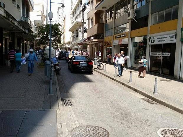 Comércio de Petrópolis está autorizado a abrir às segundas de manhã no Natal (Foto: Inter TV/Marcelo Berner)