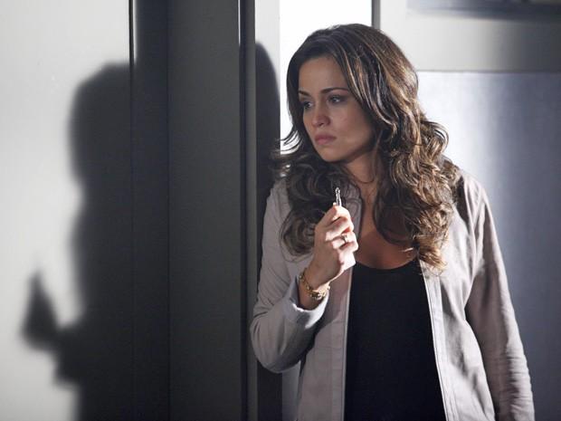 Morena consegue a chave de Irina (Foto: Salve Jorge/TV Globo)