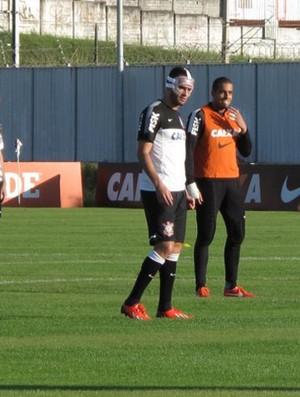 Renato Augusto treino Corinthians Máscara (Foto: Diego Ribeiro)