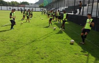 Em dia de treino técnico, Jair poupa Emerson Santos mais uma vez