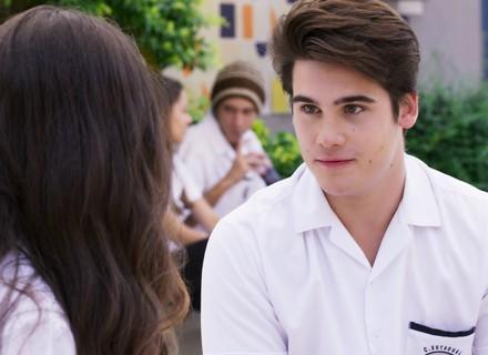 Rodrigo pede favor para Luciana