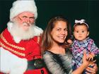 Nívea Stelmann leva filha para posar com o Papai Noel