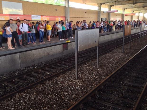 Passageiros volta a usar normalmente estações do ramal Camaragibe (Foto: Kety Marinho/TV Globo)