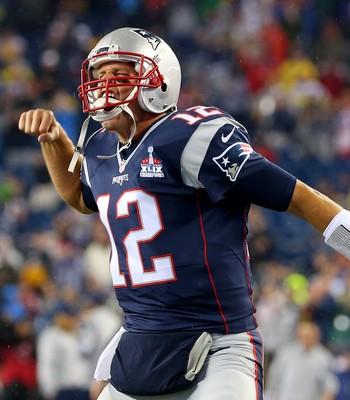 Brady comemora o primeiro touchdown da temporada (Foto: AFP)
