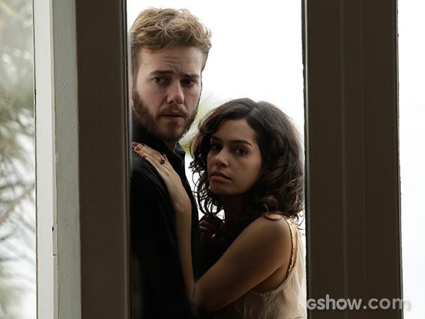 Camila mantém um relacionamento com Kiko (Foto: Fábio Rocha / TV Globo)