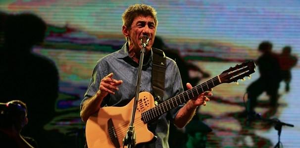 Fagner cantou seus sucessos no palco do Natal de Luz, em Fortaleza. (Foto: Helosa Araújo / Ag. Diário)