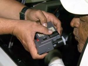 Motoristas de Campinas passaram pelo teste do bafômetro durante a operação (Foto: Reprodução/ EPTV)