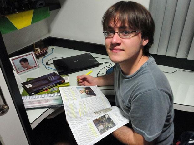Gabriel Gouveia, nota 1.000 na redação do Enem, deu pausa nos estudos (Foto: Arquivo pessoal)