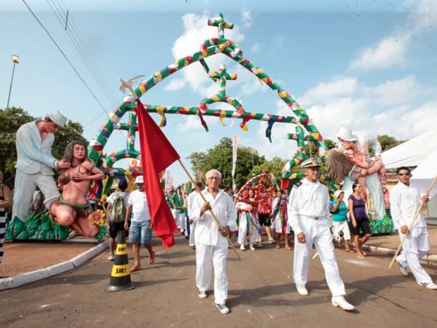 Procissão de abertura do Sairé em 2011 (Foto: Tâmara Saré / Agência PArá)