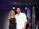 Monique Alfradique e Marco Pigossi desfilam juntos em São Paulo