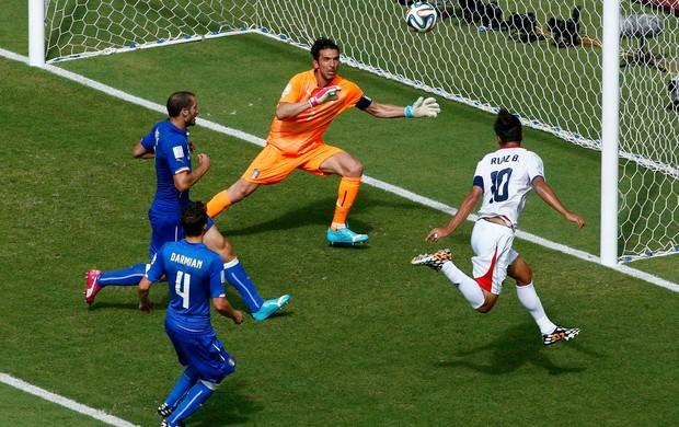 Bryan Ruiz gol - Costa rica x Itália (Foto: Reuters)