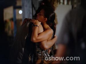 Matias abraça Celina (Foto: Além do Horizonte/TV Globo)