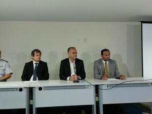 Entrevista coletiva detalhou prisoes de PMs na operação 'Intocáveis' (Foto: Muriu Mesquita/Inter TV Cabugi)