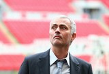 José Mourinho está convencido de que substituirá Van Gaal no United