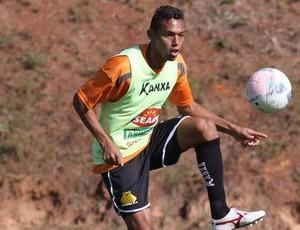 Gilson lateral treino Criciúma CT (Foto: Fernando Ribeiro/Criciúma EC)