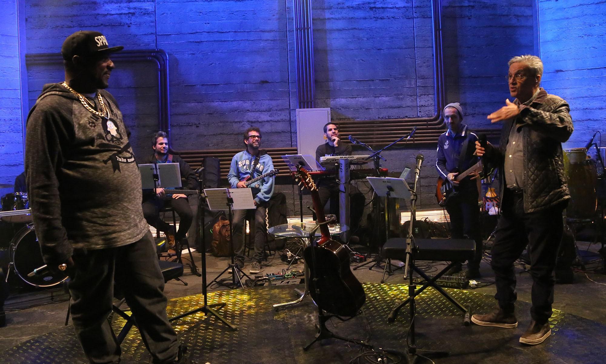 Caetano Veloso e Catra, juntos no palco pela primeira vez (Foto: Multishow)