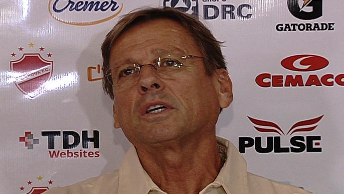 Waldemar Lemos, técnico do Vila Nova (Foto: Reprodução/TV Anhanguera)