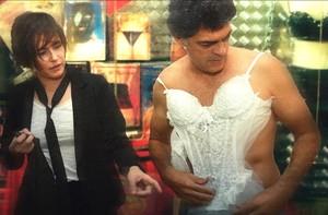 Veja o que Léo e Giovana aprontaram durante o porre (Louco Por Elas/TV Globo)