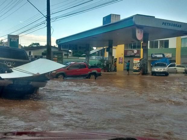 Alagamento encobriu toda a pista da rodovia situada na região metrpolitana de São Luís (Foto: João Ricardo/GE)