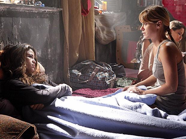 Morena e Jéssica dividem o mesmo desejo (Foto: Salve Jorge/TV Globo)