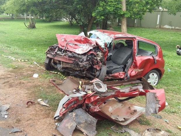 Colisão frontal entre carros deixa dois mortos na BR- 343 em Teresina  (Foto: G1)