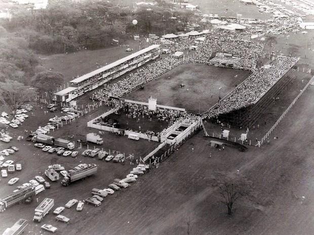 Em 1985 aconteceu primeira edição da festa fora do Recinto Paulo de Lima Correa. Era o início do Parque do Peão (Foto: Arquivo/ Os Independentes)