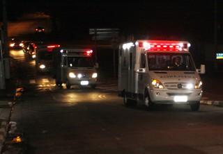 Ambulâncias de Luciano Huck e Angélica chegam a hospital em São Paulo (Foto: Celso Tavares/ EGO)