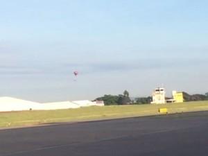 Balão foi visto perto da pista de aeroporto em Jundiaí (Foto: Ivan Alves/Arquivo Pessoal)