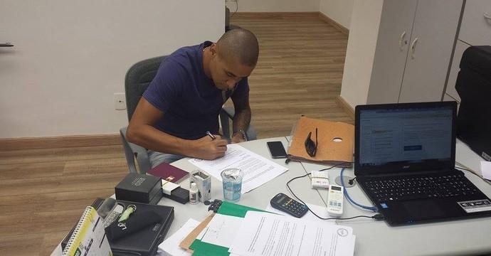 Wellington Paulista assina distrato com o Flu (Foto: Divulgação)