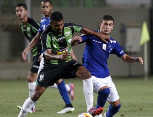 Thiago Santos e Arrascaeta (Foto: Washington Alves/Light Press/Cruzeiro)