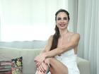 Luciana Gimenez posa de vestidinho no Rio e quase mostra demais