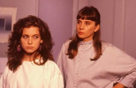 Com Claudia Abreu em cena de Barriga de aluguel (1990) Reprodução