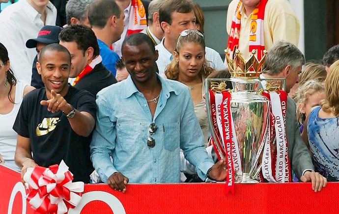 Arsenal troféu 2003 / 2004 (Foto: Getty Images)