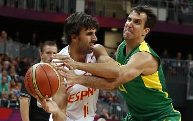 Victor Sada e Marcelinho Machado Basquete Brasil x Espanha (Foto: EFE)