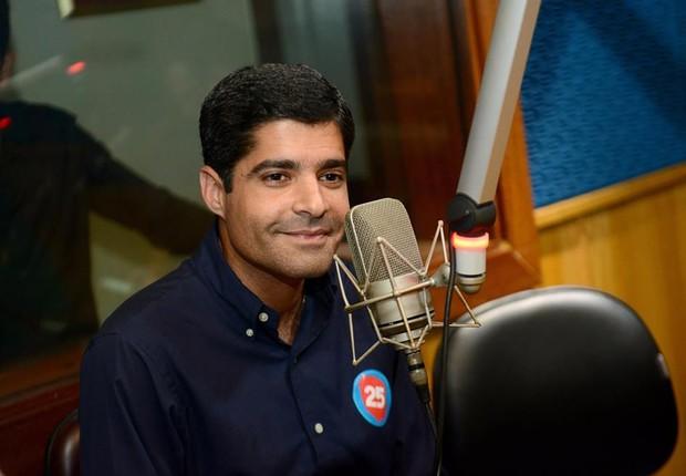 O atual prefeito de Salvador e candidato à reeleição, ACM Neto (DEM) participa de programa de rádio (Foto: Reprodução/Facebook)