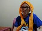 Menina que teve câncer e comoveu a web já dá autógrafos: 'Nunca imaginei'