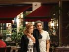 Sophia Abrahão e Sergio Malheiros saem agarradinhos de restaurante