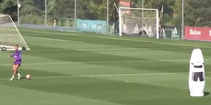 BLOG: Recuperado de lesão no joelho, CR7 faz jogada de efeito no treino do Real Madrid