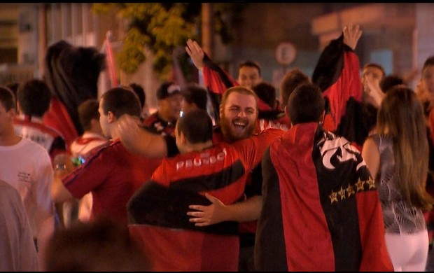Torcida do Flamengo faz festa pelo título nas ruas de Juiz de Fora (Foto: Reprodução/TV Integração)