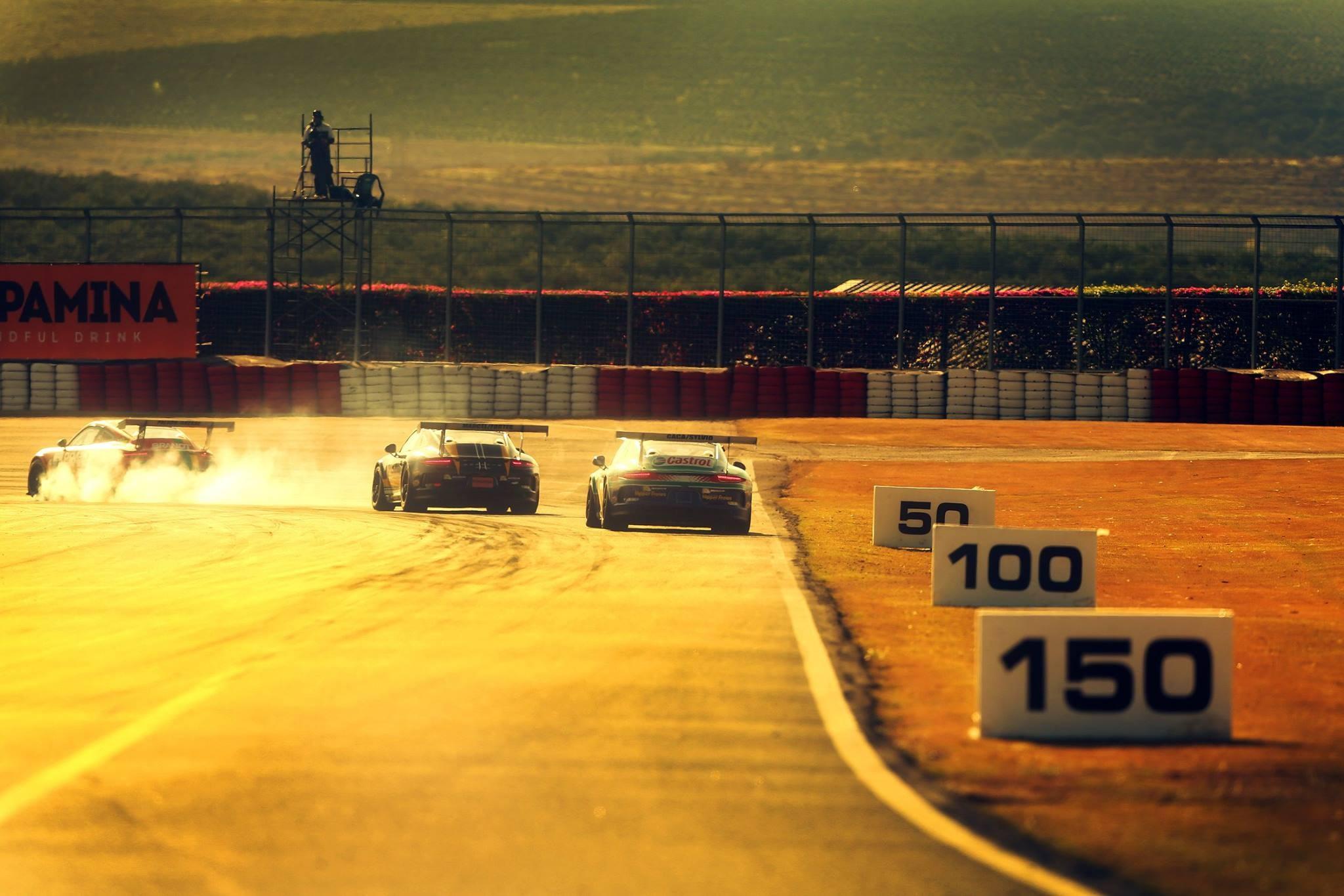 E com essa linda imagem nos despedimos de Velo Città, já anciosos para a etapa de Goiânia dia 7/10! (Foto: Porsche Império GT3 Cup/Luca Bassani)