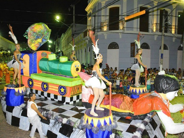 Estação Primeira do Pantanal no desfile das escolas de samba do carnaval 2015 (Foto: Rene Marcio Carneiro/PMC)