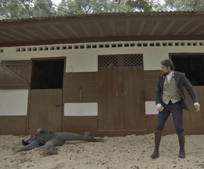 Pedro cai no chão após soco de felipe (Foto: TV Globo)