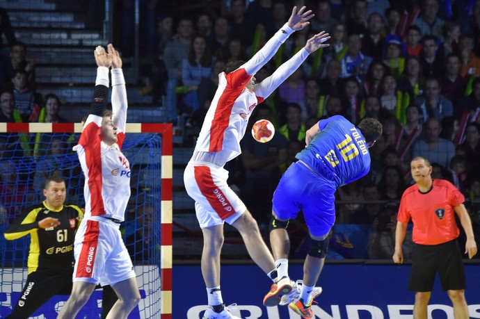 Brasil x Polônia, mundial de handebol (Foto: AFP)