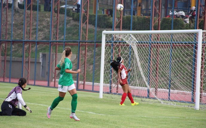 Djeni fez gol por cobertura no primeiro tempo (Foto: Marcos Dantas)