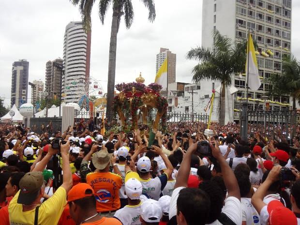 Chegada à Praça Santuário encerra a procissão do Círio. (Foto: Gustavo Pêna/ G1 PA)