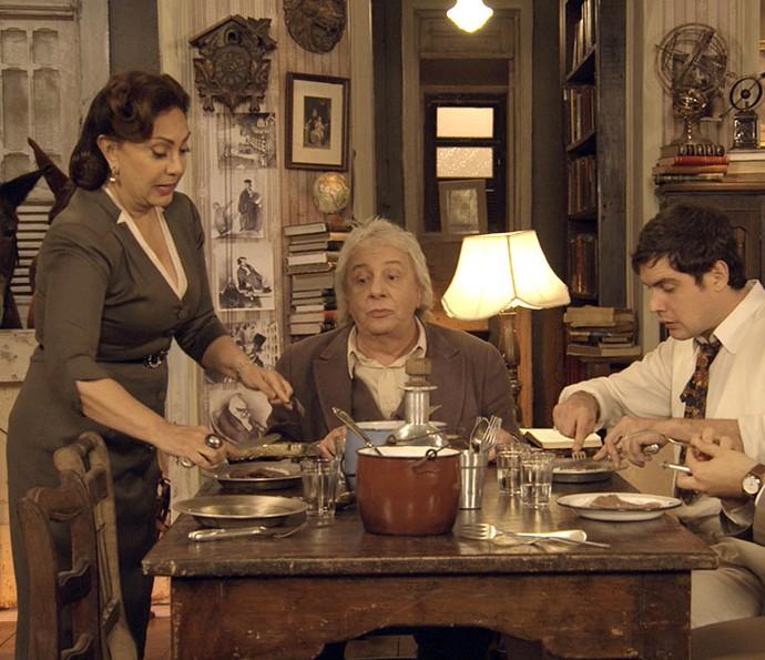 Anastácia a Maria que elas irão dividir as tarefas (Foto: TV Globo)