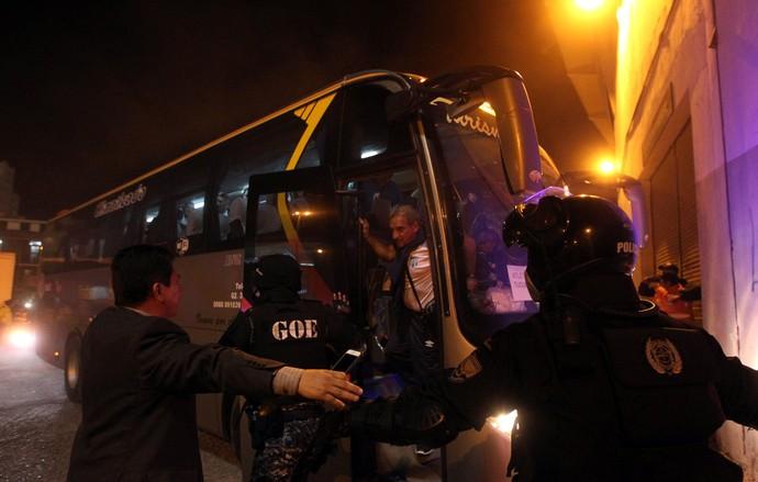 Ônibus Atlético Tucuman  (Foto: Reuters)